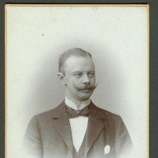 Fotografía antigua: FOTOGRAFIA ANTIGUA RETRATO DE UN SEÑOR . FORMATO CDV. ENTRE 1900-1920 TAMAÑO 16 X 11 CENTIMETROS. Lote 27574429