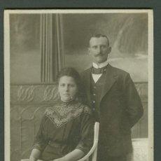 Fotografía antigua: FOTOGRAFIA ANTIGUA RETRATO DE UN MATRIMONIO FORMATO CDV. ENTRE 1900-1920. Lote 27574822