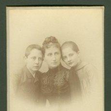 Fotografía antigua: FOTOGRAFIA ANTIGUA RETRATO FAMILIAR CDV. ENTRE 1900-1920. Lote 27574944