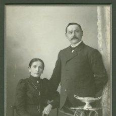 Fotografía antigua: FOTOGRAFIA ANTIGUA RETRATO DE UN MATRIMONIO FORMATO CDV. DESDE 1900- 1920. Lote 27575607