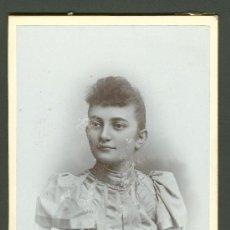 Fotografía antigua: FOTOGRAFIA ANTIGUA RETRATO DE UNA SEÑORITA DE EPOCA FORMATO CDV. DESDE 1900- 1920. Lote 27575638