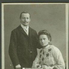 Fotografía antigua: FOTOGRAFIA ANTIGUA RETRATO DE UN MATRIMONIO FORMATO CDV. SIGLO XIX. Lote 27575810