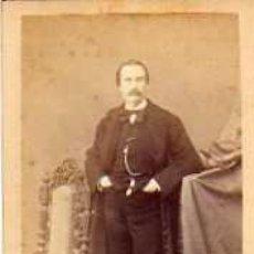 Fotografía antigua: FOTOGRAFIA TAMAÑO TARJETA DE VISITA. FOTOGRAFO JULIAN RODRIGUEZ MARTINEZ. MADRID. RETRATO CABALLERO.. Lote 30996070
