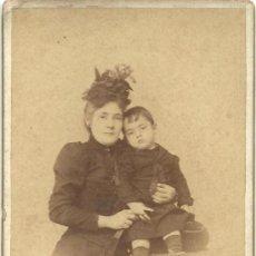 Fotografía antigua: 197. CABINET. FOT. DE PARIS. CA. 1870/1890. SANTANDER. MUJER Y SU HIJO. Lote 38007580