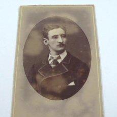 Fotografía antigua: RETRATO CDV DE HOMBRE DEDICADO, FOTO: ADOLFO M. EGUREN, VALLADOLID.. Lote 32029946