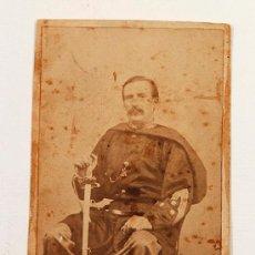 Fotografía antigua: RETRATO CDV DEL MILITAR FERNANDO GONZALEZ DEL VALLE CON ESPADA, SIN DATOS DEL FOTÓGRAFO.. Lote 32314379