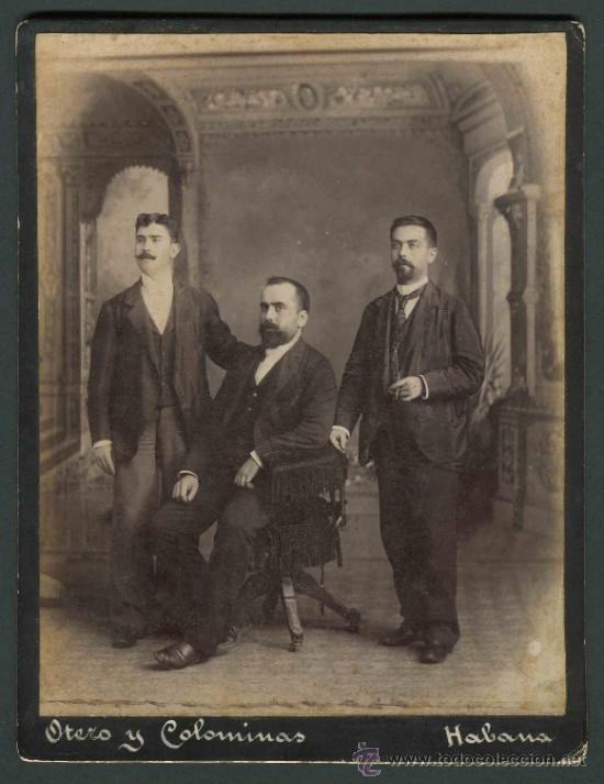 TRES JÓVENES CABALLEROS ESPAÑOLES EN LA HABANA. OTERO Y COLOMINAS. CUBA. C. 1890 (Fotografía Antigua - Cartes de Visite)