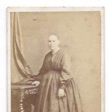 Fotografía antigua: CARTE DE VISITE. FOTÓGRAFO J. MARTÍ, BARCELONA. RETRATO MUJER. SIGLO XIX. . Lote 34630845