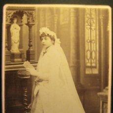 Fotografía antigua: FOTOGRAFIA NIÑA PRIMERA COMUNION. SIGLO XIX. FOTOGRAFO J. MARTI. BARCELONA. Lote 36784848