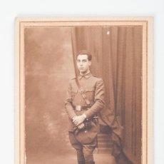 Fotografía antigua: FOTOGRAFIA EN BLANCO Y NEGRO DE HOMBRE VESTIDO DE UNIFORME FOTOGRAFIA BANUS. Lote 37472579