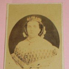 Fotografía antigua: ANTIGUA FOTOGRAFIA ALBUMINA DE LA REINA ISABEL II, ALBÚMINA EN FORMATO CARTE DE VISITE MIDE 9,4 X 6,. Lote 37769005