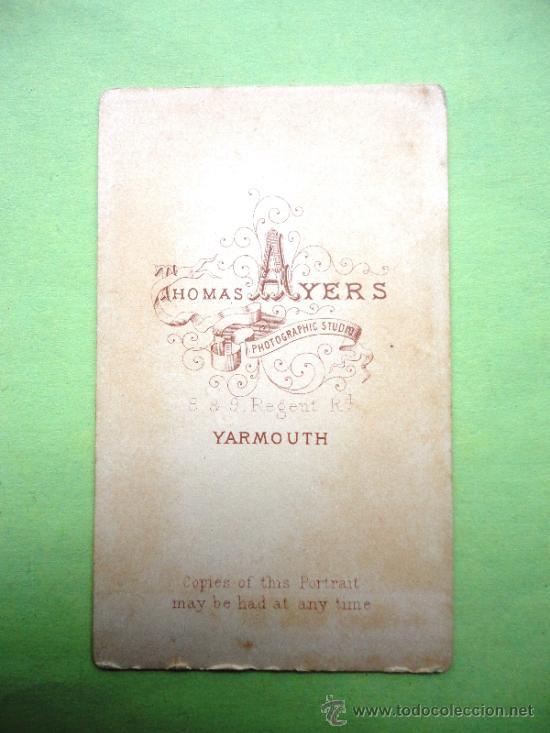 Fotografía antigua: FOTOGRAFÍA ANTIGUA SOBRE CARTÓN. THOMAS AYERS (10,5 X 6,5 CM) - Foto 2 - 38263338