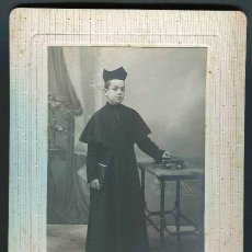 Fotografía antigua: GREGORIO GARCÍA. COMILLAS. SANTANDER. NIÑO VESTIDO DE SEMINARISTA.. C. 1900. Lote 39129960