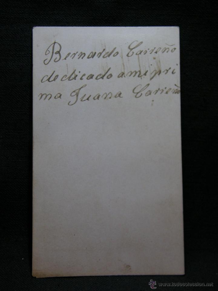 Fotografía antigua: Cdv caballero posando escritorio libros leontina no fotógrafo siglo XIX dedicada - Foto 2 - 40464607