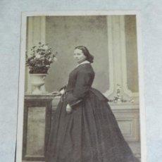 Fotografía antigua: FOTOGRAFIA ALBUMINA CDV DE DAMA, FOTOGRAFIA DE J. S. RODRIGUEZ DE MADRID, SIGLO XIX, MIDE 10,5 X 6,5. Lote 43088785