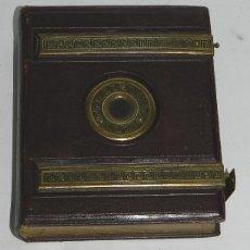 Fotografía antigua: ANTIGUO ALBUM DE FOTOGRAFIAS TIPO CDV CARTAS DE VISITA, DE 1870 APROXIMADAMENTE, PARA EL TAMAÑO DE . Lote 43763543
