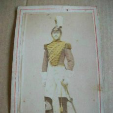 Fotografía antigua: CDV DE MILITAR DE CABALLERIA CON CASCO Y SABLE . SIGLO XIX. COLOREADA ........ Lote 44310570