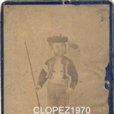 Fotografía antigua: SEVILLA, SIGLO XIX, CDV NIÑO VESTIDO DE BANDOLERO, BEAUCHY,105X165MM. Lote 45148519
