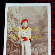 Fotografía antigua: FOTOGRAFIA ALBUMINA DE NIÑO DEL BATALLON INANTIL DE MIQUELETES DE GUIZPUZCOA, NIÑO SOLDADO, FORMAN. Lote 46376860