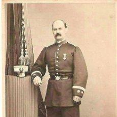 Fotografía antigua: CDV DE TENIENTE CORONEL CON LEOPOLDINA Y MEDALLA , SIGLO XIX. DE EDELMON , PALENCIA . Lote 48520120
