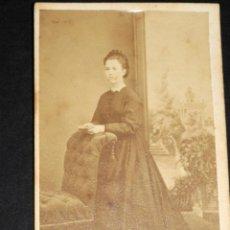Fotografía antigua: ANTIGUA FOTOGRAFIA CARTA DE VISITA SEÑORA CON LIBRO FOTOGRAFO H.MARIEZ CURRENA BARCELONA. Lote 50622153