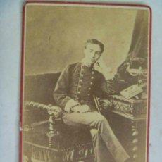 Fotografía antigua: CDV ORIGINAL DEL REY ALFONSO XII DE MILITAR , CON CASACA Y SABLE , SIGLO XIX. Lote 50943580