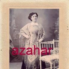 Fotografía antigua: GRANADA,MAGNIFICA CDV DE UNA DAMA GRANAINA CON MANTON DE MANILA,FOT.LUIS GOMEZ,105X150MM. Lote 51099451