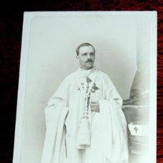 Fotografía antigua: FOTOGRAFIA ALBUMINA TIPO CDV DE CABALLERO CON EL HÁBITO DE SANTIAGO, 1* ORDEN DE CABAL, MIDE 10 X 6. Lote 53438282