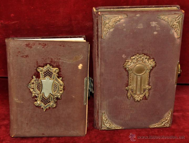 PAREJA DE ALBUMS PORTAFOTOS MODERNISTAS CON DECORACIONES DE LA EPOCA. CIRCA 1910 (Fotografía Antigua - Cartes de Visite)