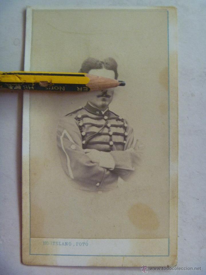CDV DE OFICIAL CABALLERIA DEL 3º DE HUSARES O CAZADORES , SIGLO XIX . HORTELANO, VALLADOLID (Fotografía Antigua - Cartes de Visite)