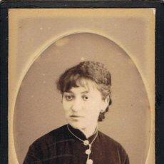 Fotografía antigua: FOTO CARTA DE VISITA. JOVEN SEÑORA. CA.1895. FOTÓGRAFO: J.MAS. VIC. Lote 55345825