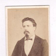 Fotografía antigua: RETRATO CDV DE PERSONAJE POR IDENTIFICAR, FOTO: MASAGUER, GERONA.. Lote 56095342