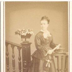 Fotografia antica: FOTOGRAFÍA DE SEÑORITA - CARTE DE VISITE - FOTÓGRAFO J. GUTIÉRREZ - MADRID - SIGLO XIX. Lote 56309358