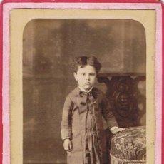 Fotografía antigua: FOTO CARTA DE VISITA RETRATO DE NIÑA DE PIE. CA.1885-1890. FOTÓGRAFO: RAFAEL AREÑAS. BARCELONA. Lote 56325512