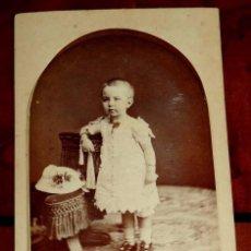 Fotografía antigua: FOTOGRAFIA ALBUMINA TIPO CDV DE NIÑA, FOTO A. GARCIA, VALENCIA, MIDE 10 X 6 CMS.. Lote 56486384