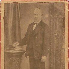 Fotografía antigua: FOTO C.V.SEÑOR DE PIE. CA.1870-1875. FOT.: DE FRANCISCO ROCA. IGUALADA. Lote 56834115
