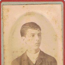 Fotografía antigua: FOTO CARTA DE VISITA. RETRATO DE JOVEN EN MARCO OVALADO.CA.1880.SIN AUTORIA. PROCEDENCIA: BARCELONA.. Lote 56991656