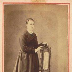 Fotografía antigua: FOTO CARTA DE VISITA. RETRATO SEÑORA DE PIE. CA.1870. FOTÓGRAFO: IGNACIO PASCUAL (GRACIA) BARCELONA.. Lote 57096301