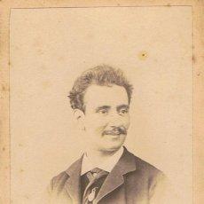 Fotografía antigua: FOTO CARTA DE VISITA. RETRATO DE CABALLERO SONRIENDO. CA.1870. FOTOGRAFO: G. LARAUZA. BARCELONA.. Lote 57118611