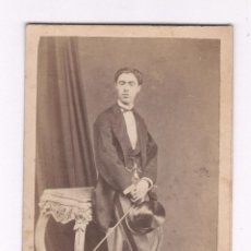 Fotografía antigua: RETRATO CDV DE PERSONAJE, FOTO: LEOPOLDO ROVIRA, BARCELONA.. Lote 57159997