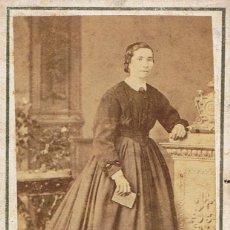 Fotografía antigua: FOTO C.DE VISITA. RETRATO DE SEÑORITA APOYADA EN PEDESTAL. CA.1870. FOT: FERNANDO NAPOLEON.BARCELONA. Lote 57544228