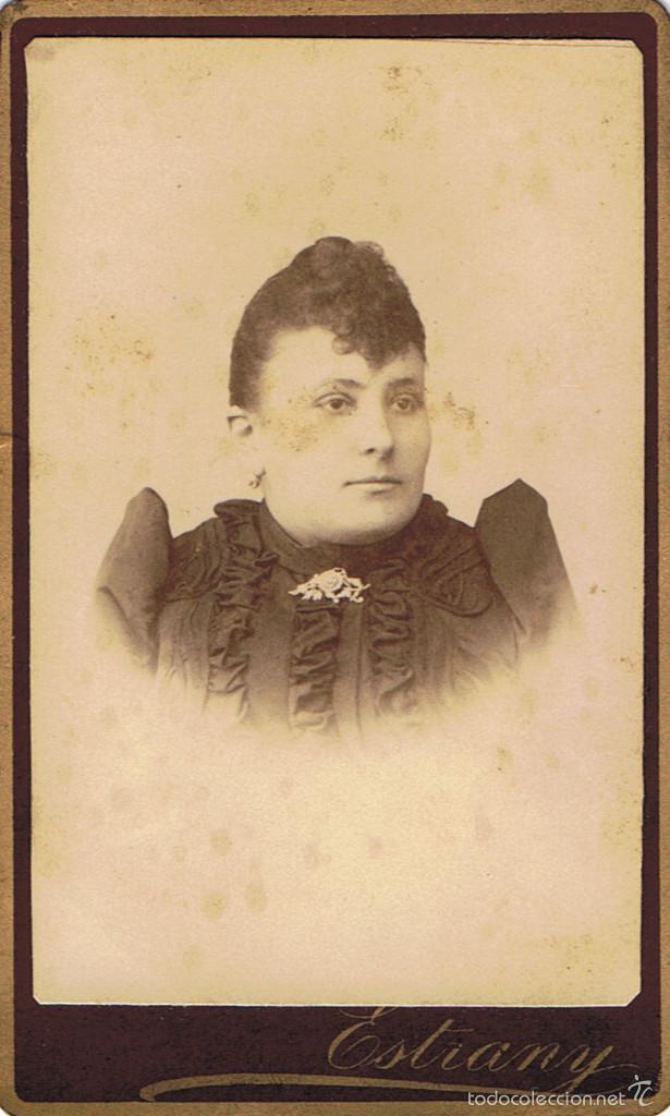 FOTO C. DE VISITA.RETRATO DE SEÑORITA CON ESTRECHAS HOMBRERAS.CA.1880. FOTÓG: ESTRANY. MATARÓ. (Fotografía Antigua - Cartes de Visite)