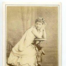 Fotografía antigua: MADEMOISELLE SILLY, ROLE DE GIROFLÉE DANS LA BICHE AU BOIS, HERVÉ 1867 CH. REUTLINGER PHOT, PARIS. Lote 60349167