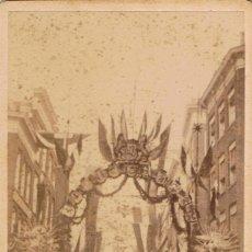 Fotografía antigua: FOTO C.DE VISITA. VISTA CELEBRACION OFICIAL CON ARCO EFIMERO. CA.1880. FOT: IVAN DORP. ROTTERDAM.. Lote 62498092