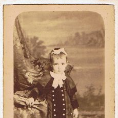 Fotografía antigua: FOTO C.V. DE NIÑA DE PIE CON VESTIDO ABOTONADO. CA. 1880-85. FOTÓGRAFO: RAMÓN ROIG. BARCELONA.. Lote 64361787