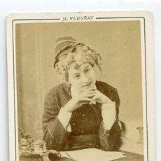 Fotografía antigua: D´HARCOURT, ACTRIZ, LA TIMBALE D´ARGENT, THÉÂTRE DU BOUFFES PARISIENNES, PARIS C 872 H. VAUVRAY PHOT. Lote 66566330