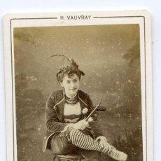 Fotografía antigua: M. DEBREUX, LA TIMBALE D´ARGENT, THÉÂTRE DU BOUFFES PARISIENNES, PARIS C 872 H. VAUVRAY PHOT. Lote 66594618