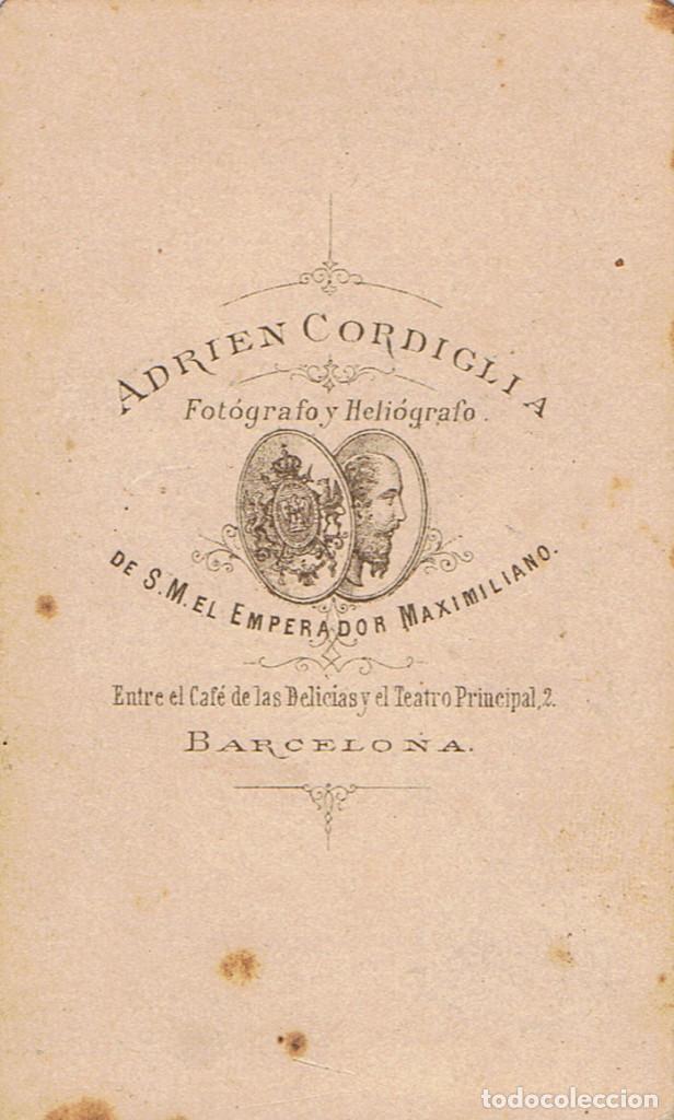 Fotografía antigua: FOTO C.V. RETRATO DE CABALLERO APOYADO EN JARRON. CA.1860. FOT.: ADRIEN CORDIGLIA. BARCELONA - Foto 2 - 67472733