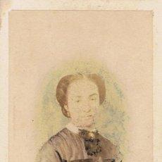 Fotografía antigua: FOTO C.V. RETRATO DE SEÑORA RETOCADO A MANO EN COLORES. CA.1864-1865. FOT.:M.HEBERT. MADRID.. Lote 67473293