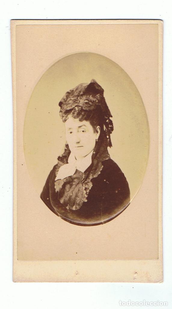 Fotografía antigua: FOTO C.V. RETRATO DE DAMA EN ORLA. CON BELLA DEDICATORIA. CA.1879-1882. FOT.: EDGARDO DEBAS. MADRID. - Foto 3 - 68405753